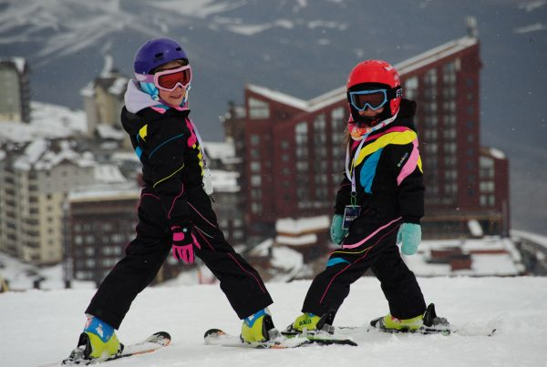Two kids having a ski lesson with dropin-snow ski school