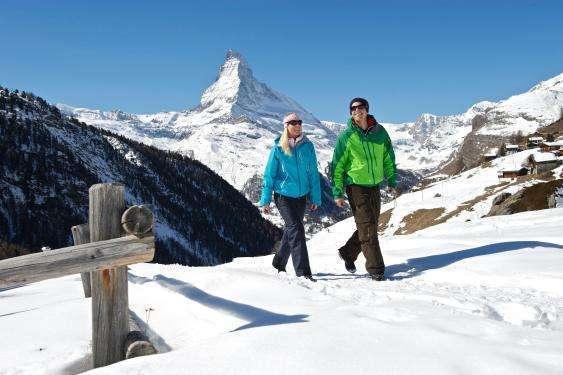 People in a walk infront of the Matterhorn
