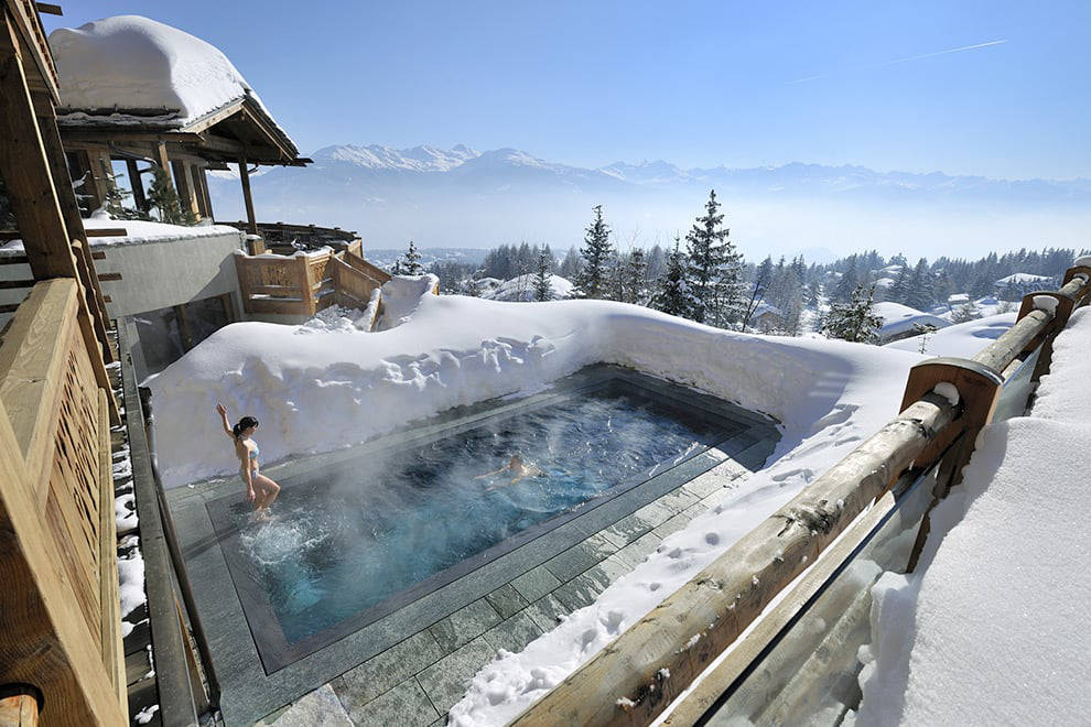 Crans Montana outside hot tub